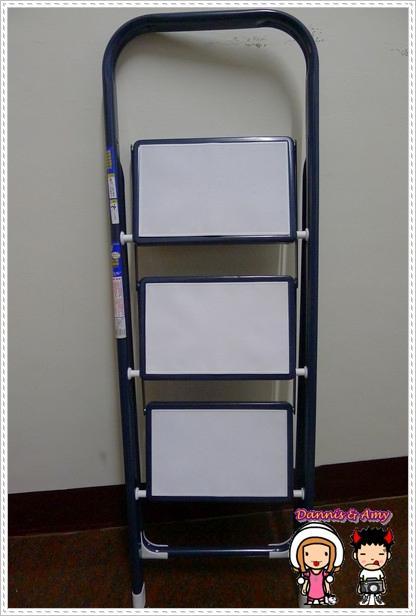 梯子,不然有时候东西比较高,鲁蛋妹和大肠弟常常是直接爬到柜子上拿