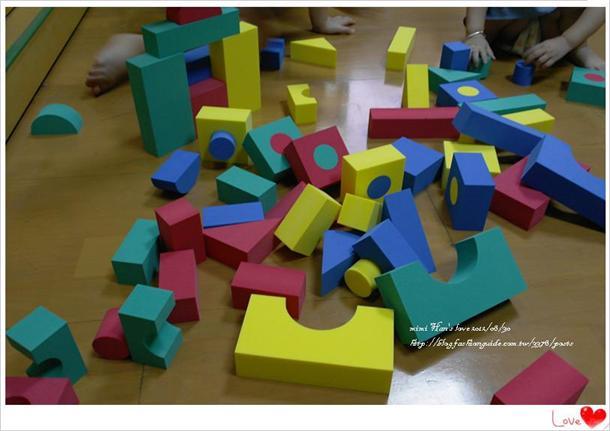 光是这个积木一次就让孩子认识了正方形和圆形~