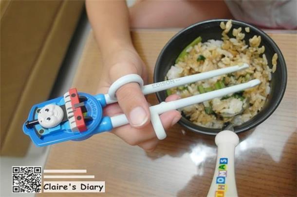 儿童分发餐具简笔画