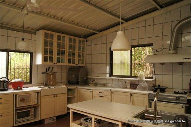 欧式中岛柜厨房的装修效果图